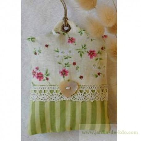 Sachet de lavande rayures vertes fleurs dentelle nacre