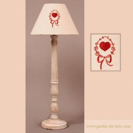 Lampe en bois et abat-jour coeur en médaillon