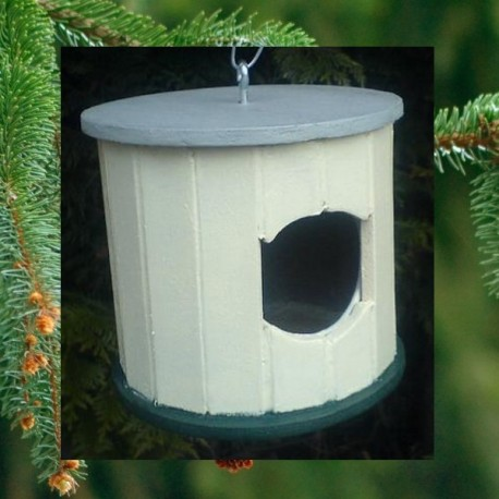 Cabane à oiseaux ronde conçue à la main par un puy-de-dômois