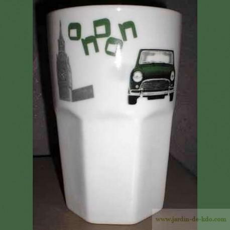 Gobelet car in London en porcelaine