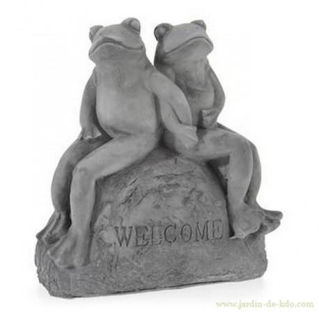 Statuette en ciment gris grenouilles sur pierre welcome