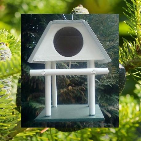 Cabane sur pilotis artisanale oiseaux
